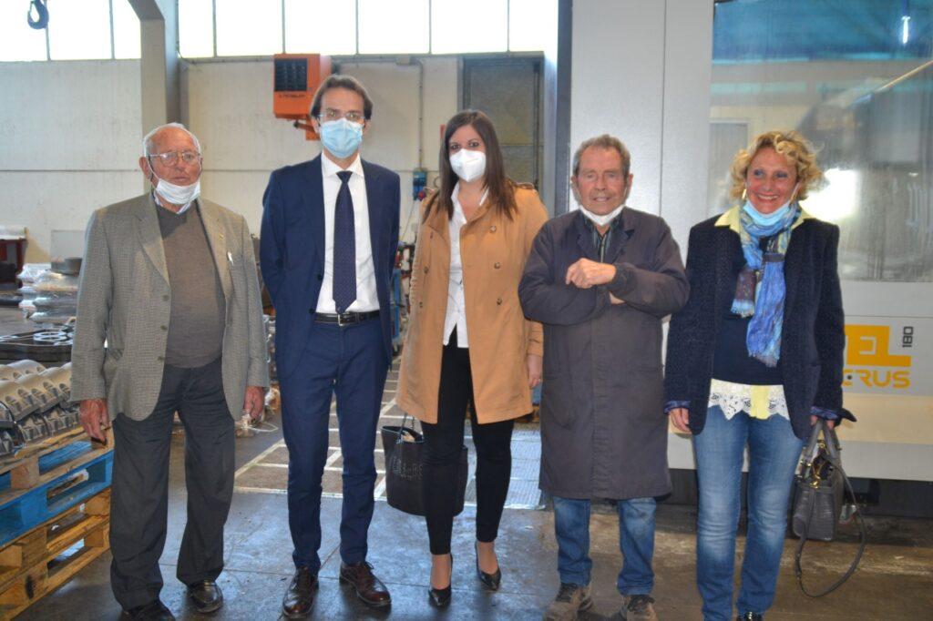 L'assessora Nardini in visita alla scuola di meccanica di Ivo Mancini
